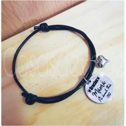 Pulsera cordón ajustable en negro+medalla grabada con tu texto, especial día de la madre,abuelas regalo etc