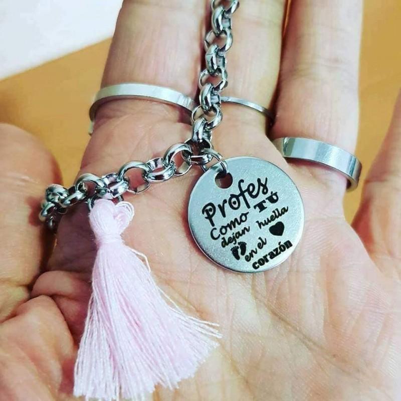 Pulsera regalo maestra profesora cadena de acero medalla profes como tú dejan huella en el corazón