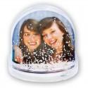 Bola con agua decorada con nieve corazones porpurina o estrellas