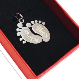 Colgante pies de bebe con nombre y fecha ,regalo mamá