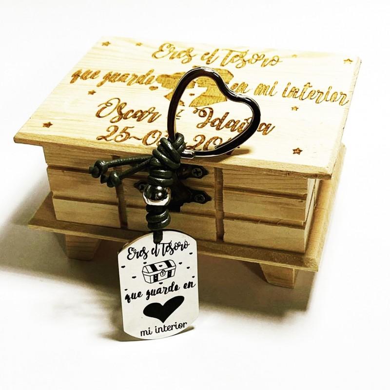llavero+caja regalo para aniversario o san valentín con vuestros nombres